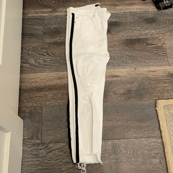 Skinny white jeans with black accent!